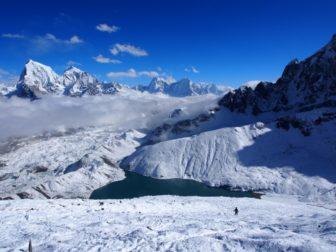 【エベレスト・トレッキング  その5】ゴーキョピークと、ギャチュンカンと、氷河越え。