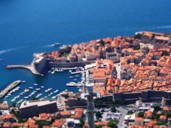 アドリア海の旧市街、クロアチアのドゥブロヴニクと、モンテネグロのコトルと、ブドヴァ。