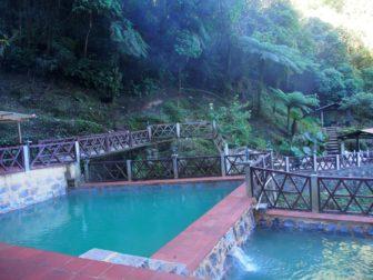 ケツァルテナンゴから2つの温泉へ。あとスニル村の市場とサンシモン信仰。