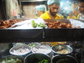 【デリー郊外で暮らす1週間】ストリートグルメと、インドでの生活、ゴミや飲料水のこと